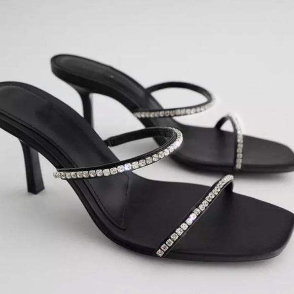 NWT Zara Low Heel Sandals Black size 40/ USA 9